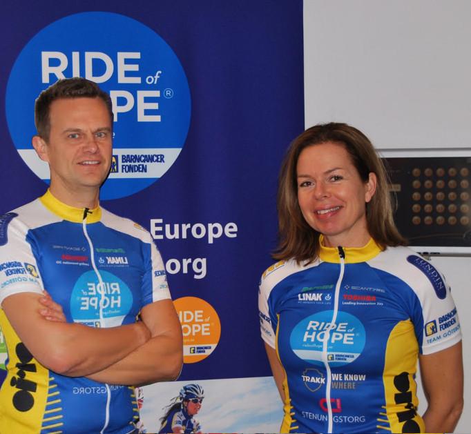 L-O & Pamie cyklar Hisingen Runt på mini-tandem för Ride of Hope